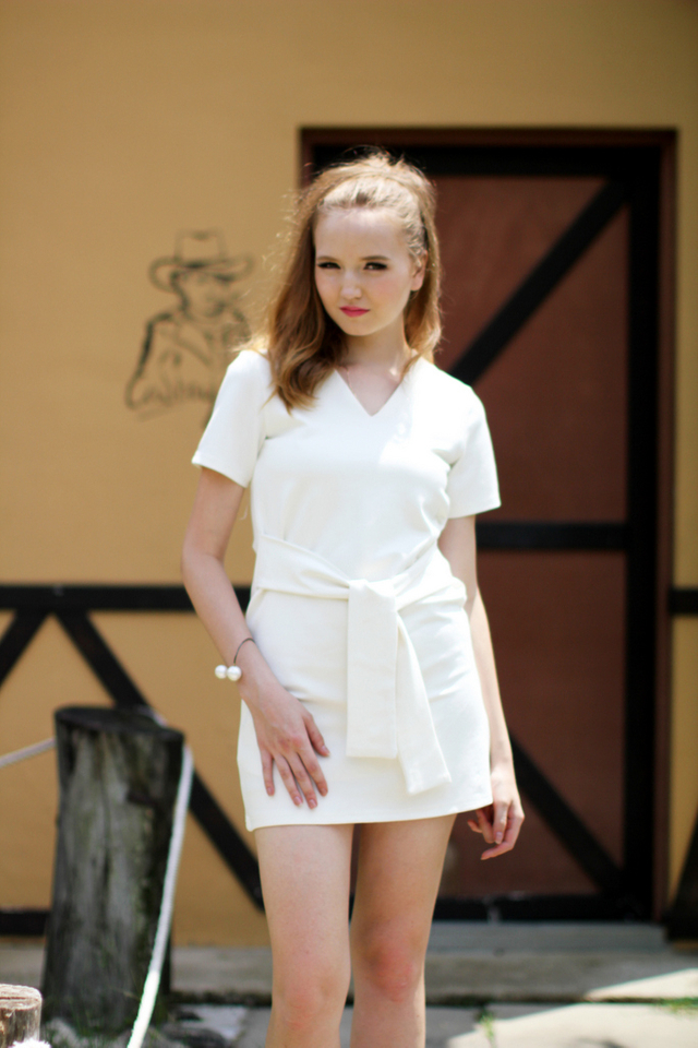 TSW Zalia V-Neck Waist-Tie Dress in White