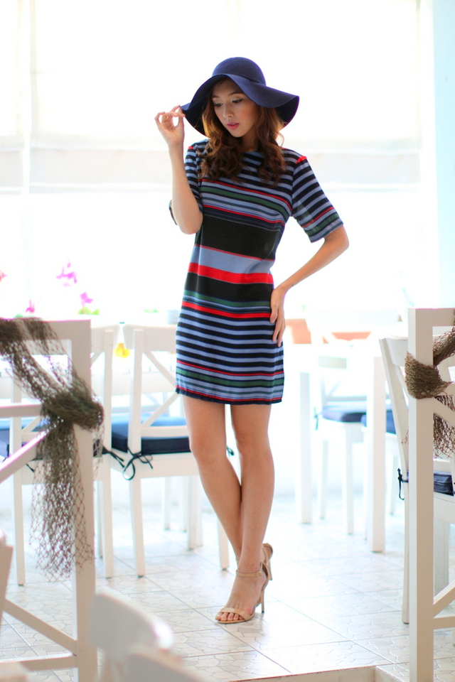 Sophia Oversized Striped Dress in Multicolour (M)