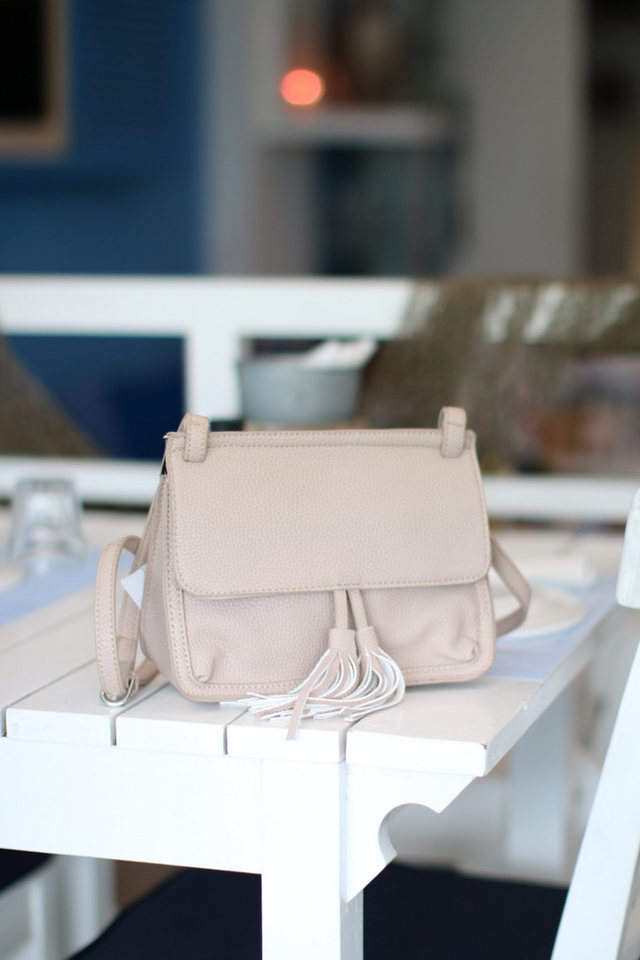 Jaclyn Tassel Crossbody Bag in Dusty Pink