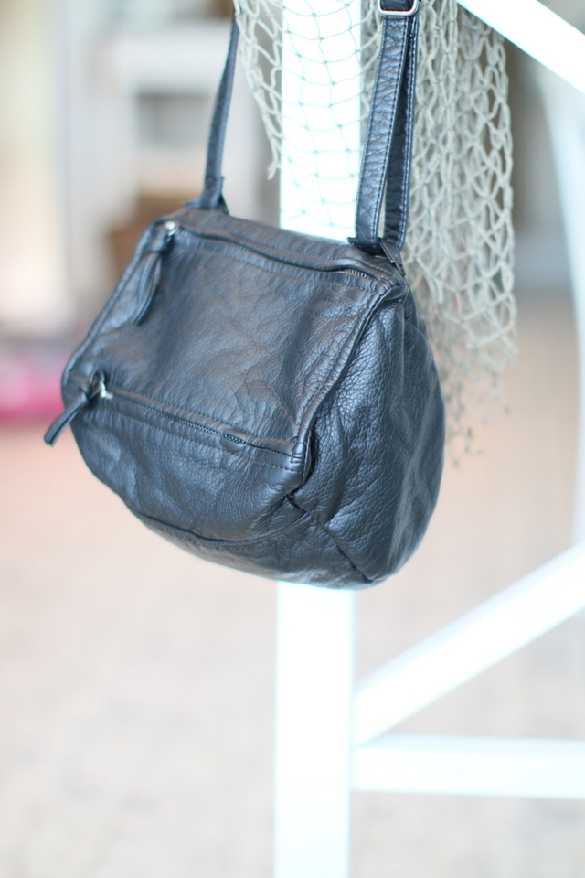 Gabrielle Zipper Crossbody Bag in Black