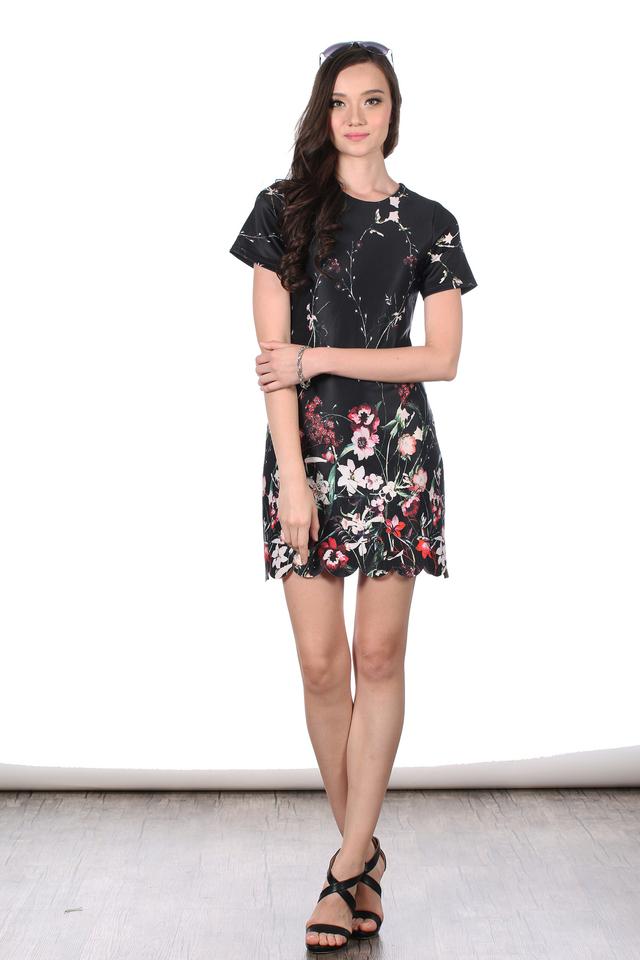 TSW Veron Scallop Hem Dress in Oriental Floral (XS)