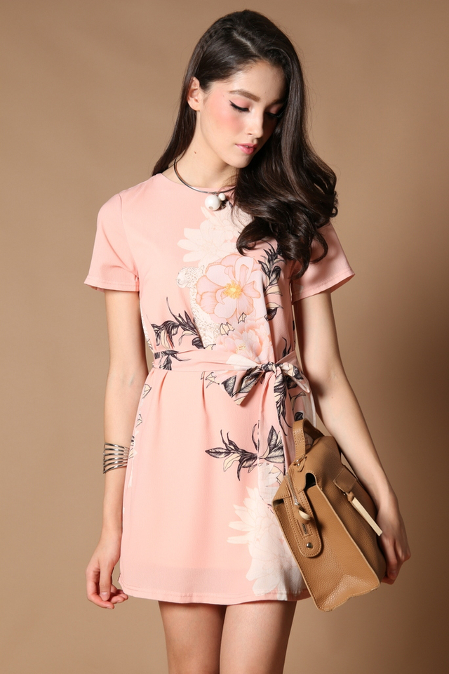 TSW Tabitha Tie-Sash Shift Dress in Peach (L)