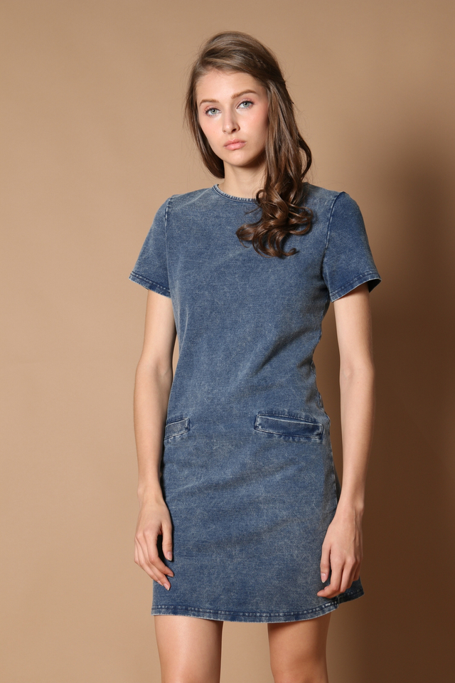 TSW Amara Pocket Denim Dress in Light Denim (XS)