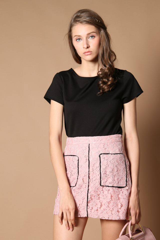Quenny Contrast Lace Skirt in Pink (XS)