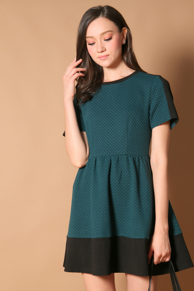 Danielle Textured Sleeve Dress in Forest (XS)