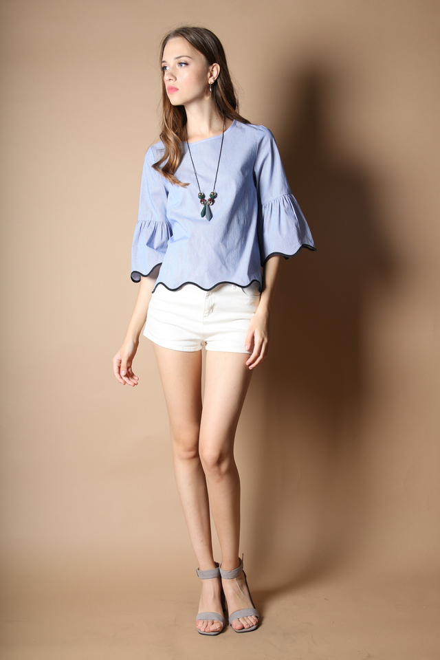 Vicky Wave Hem Top in Blue