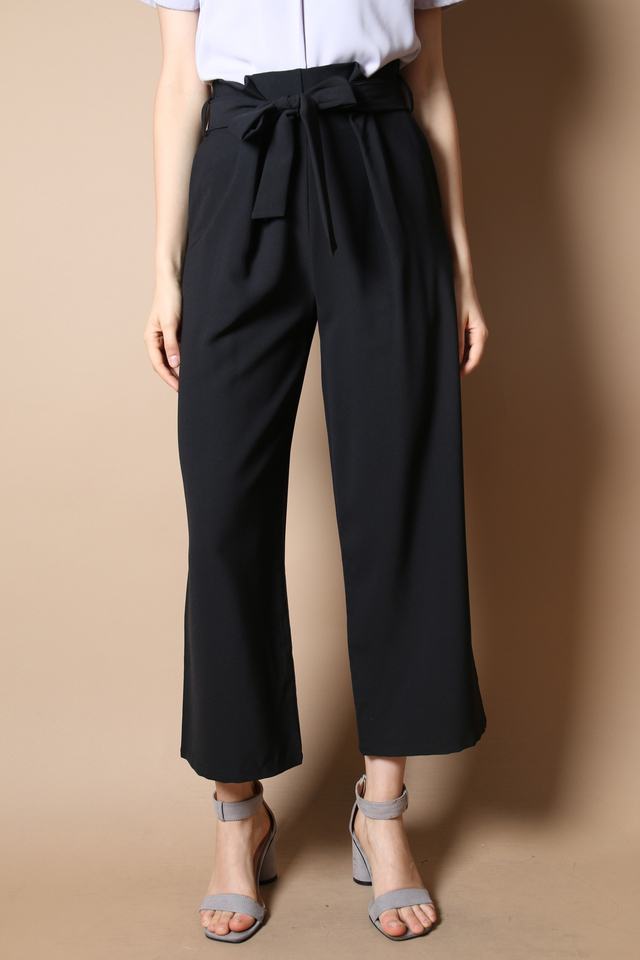 Deena Paperbag Pants in Black