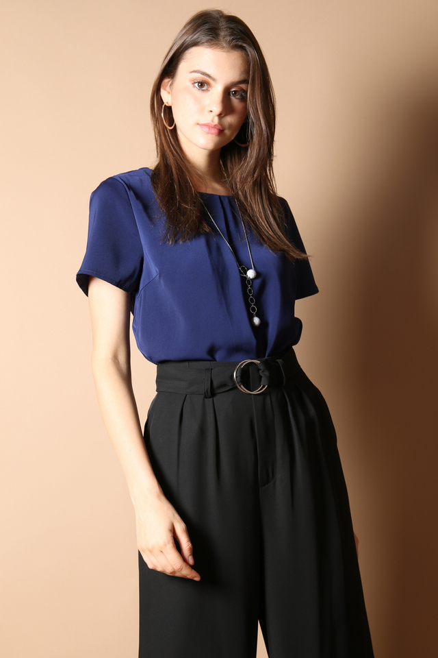 Lilia Layered Top In Navy