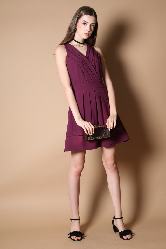 Aneby V Neck Pleated Dress in Purple (XS)