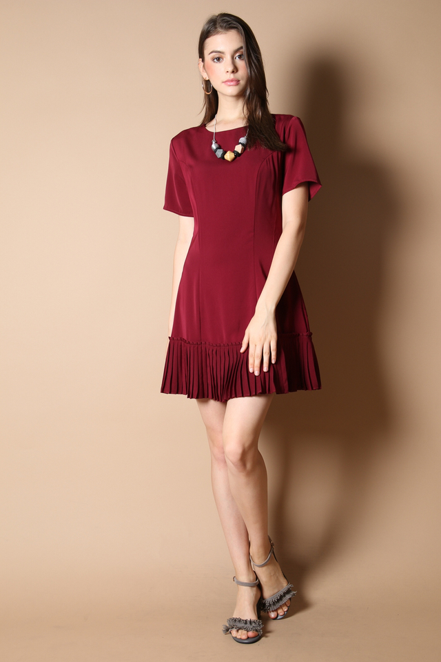 Genevive Pleats Dress in Wine Red