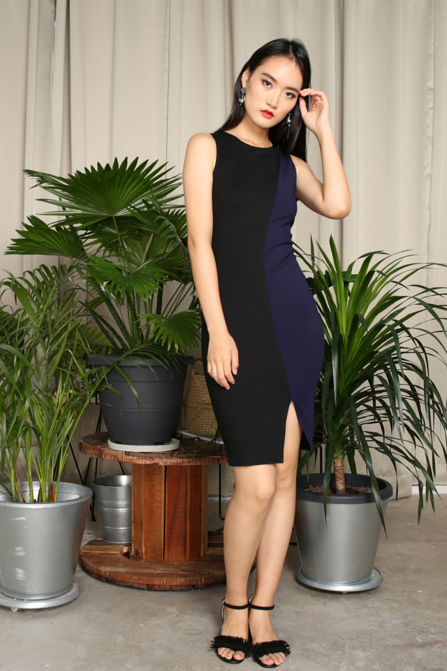 Braelyn Colourblock Midi Dress in Navy