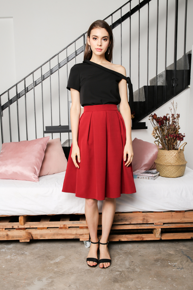Carissa Pleated Midi Skirt in Red (L)