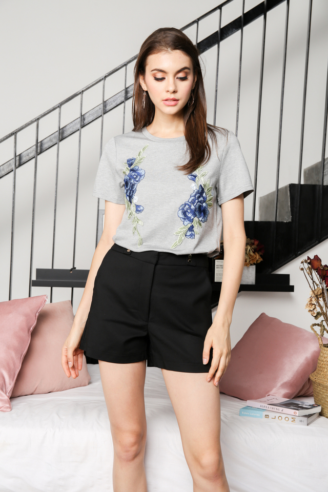 Alessa Floral Patch Tee in Grey (XL)