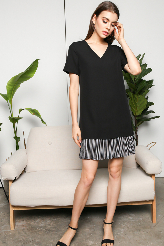 Edlyn Striped Hem Dress in Black