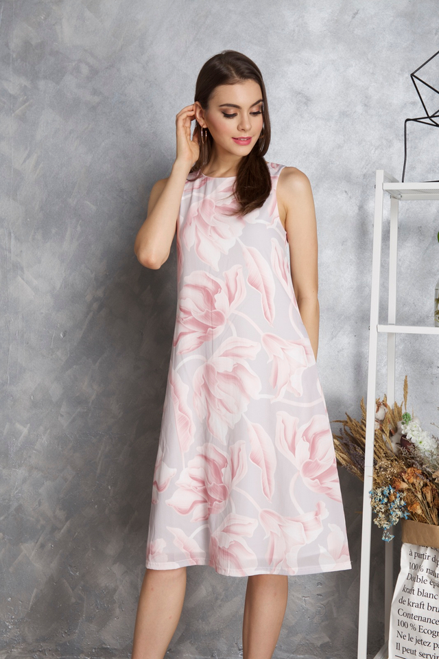 Maisie Floral Midi Dress in Pink