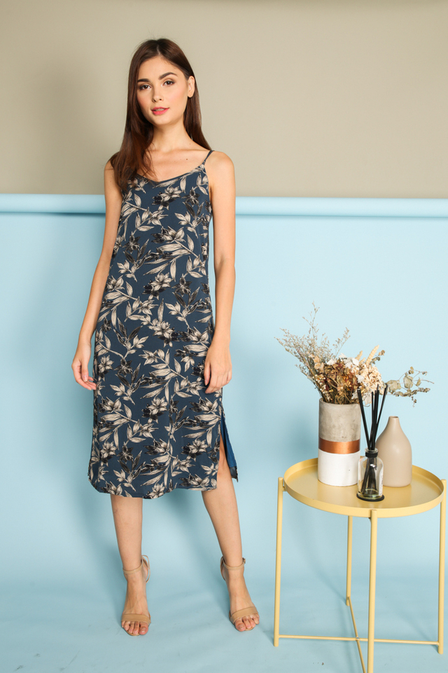 Cerelia Slip On Midi Dress in Blue (L)
