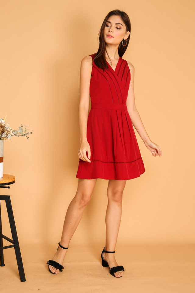 Aneby V Neck Pleated Dress in Red
