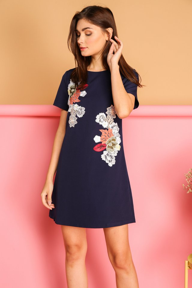 Beatricia Floral Patch Shift Dress in Navy (XS)