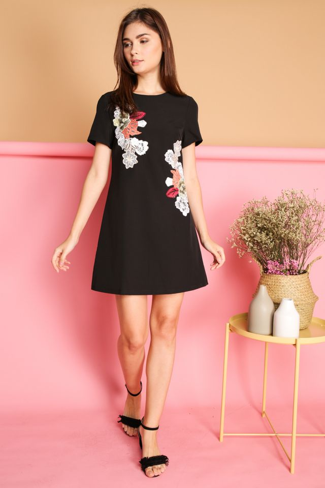 Beatricia Floral Patch Shift Dress in Black (XS)