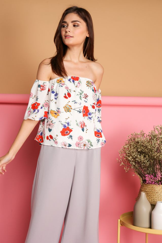 Dacy Floral Drop Shoulder Top in White (L)