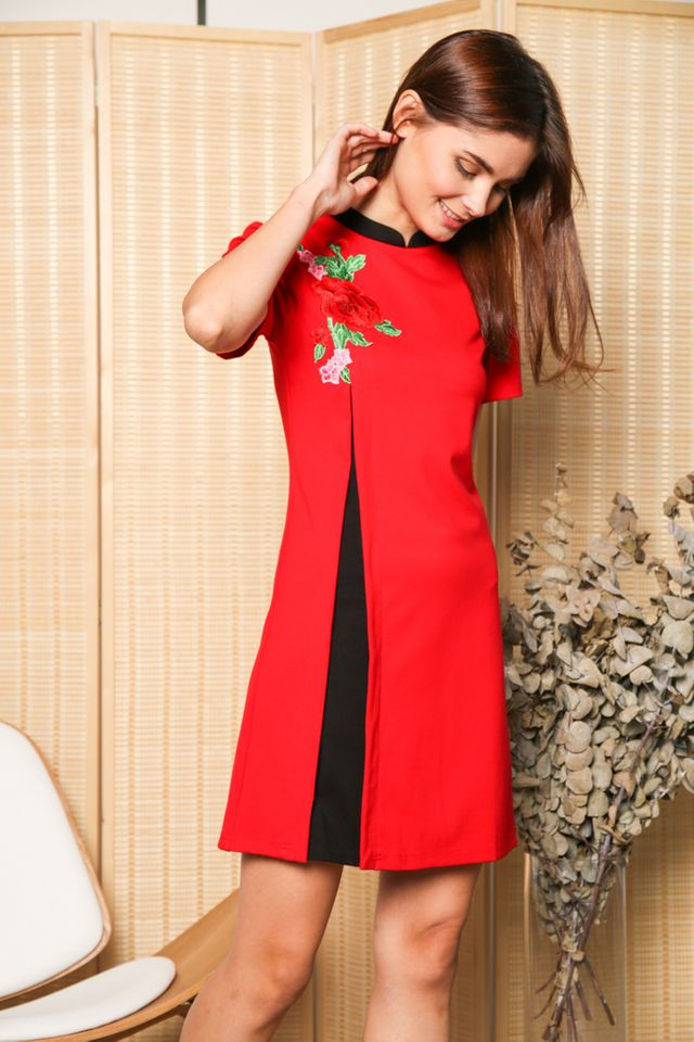 Danni Contrast Rose Qipao Dress in Red