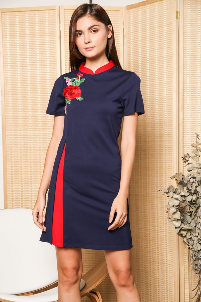 Danni Contrast Rose Qipao Dress in Navy (XS)