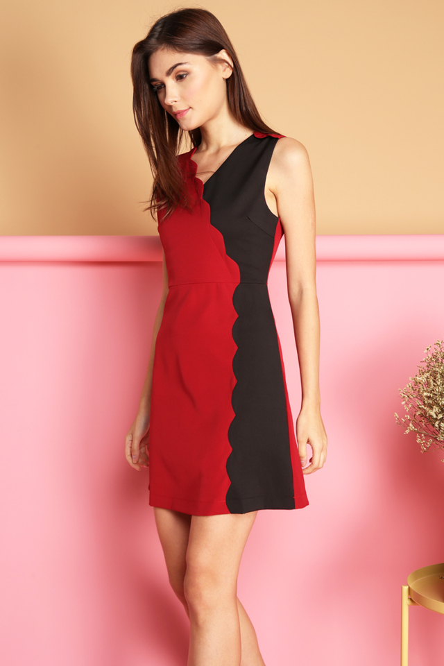 Marcie Colourblock Scallop Dress in Red