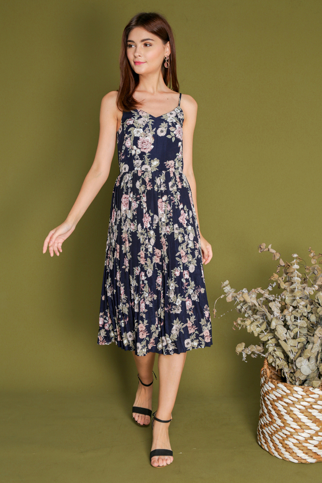 Ashleey Midi Pleated Floral Dress in Navy (XS)