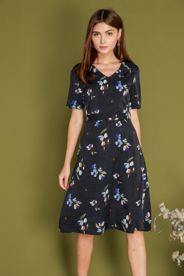 *BACKORDER* Elois Floral  Tie Waist Midi Dress in Navy Blue