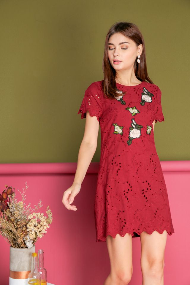 Maxine Eyelet Rose Embroidery Dress in Wine Red (S)