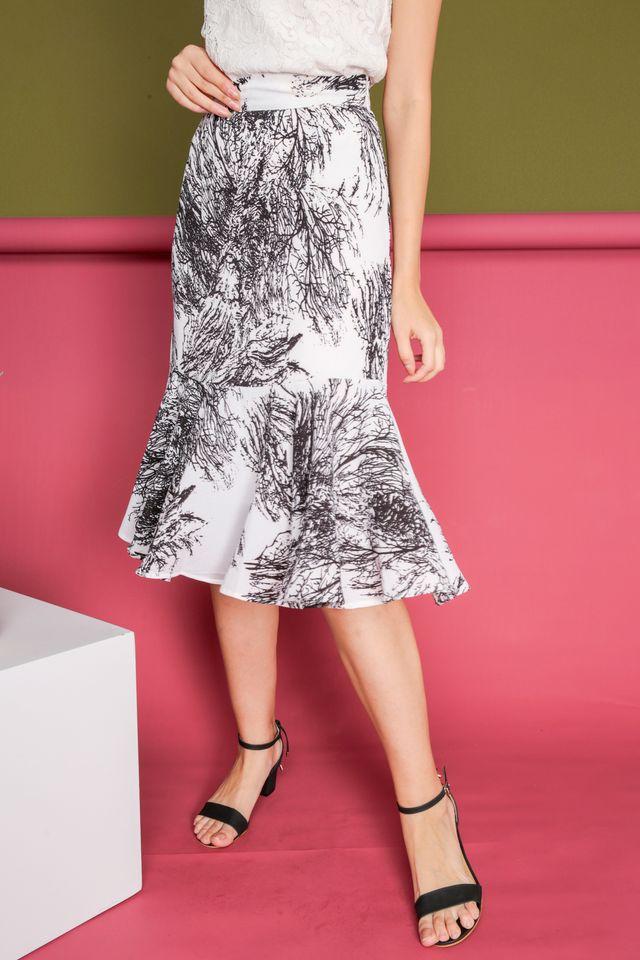 Gemma Vines High Waist Midi Skirt in White (XS)
