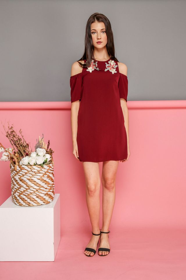 Elsie Floral Patch Cold Shoulder Dress in Maroon (XS)
