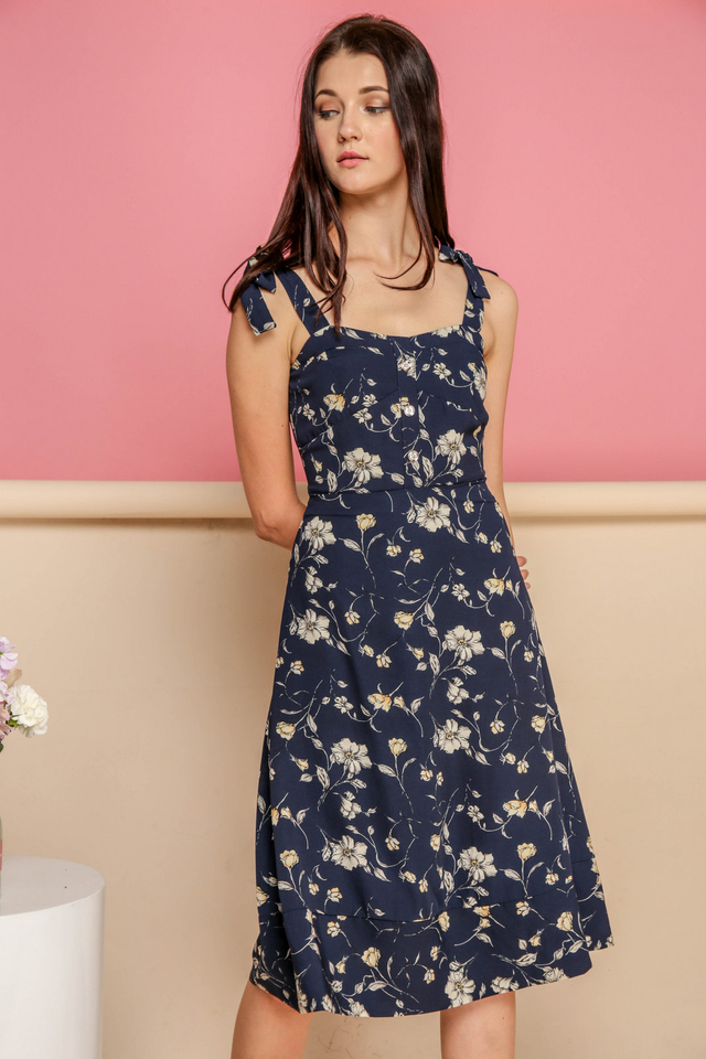 Everly Tie Ribbon Floral Midi Dress in Navy (M)