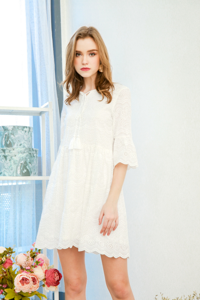 Michy Tassel Eyelet Dress in White (XL)