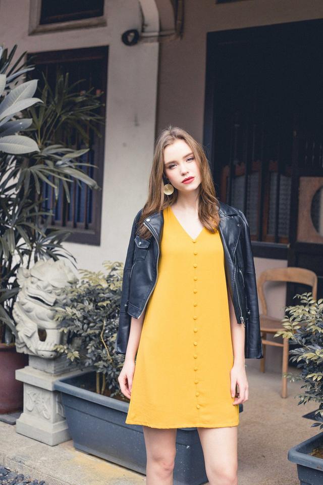 Evon Button Down Trapeze Dress in Mustard (XL)
