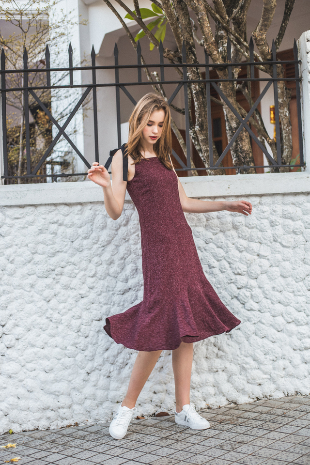 Harlyn Tie Ribbon Tweed Midi Dress in Maroon