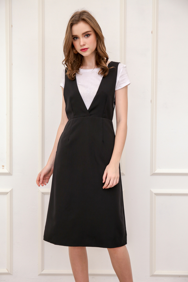 Kass Deep V Neck Pinafore Dress in Black (XS)