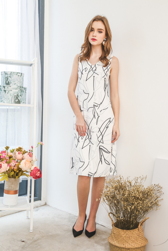 Fendi Scribbles Midi Dress in White (L)
