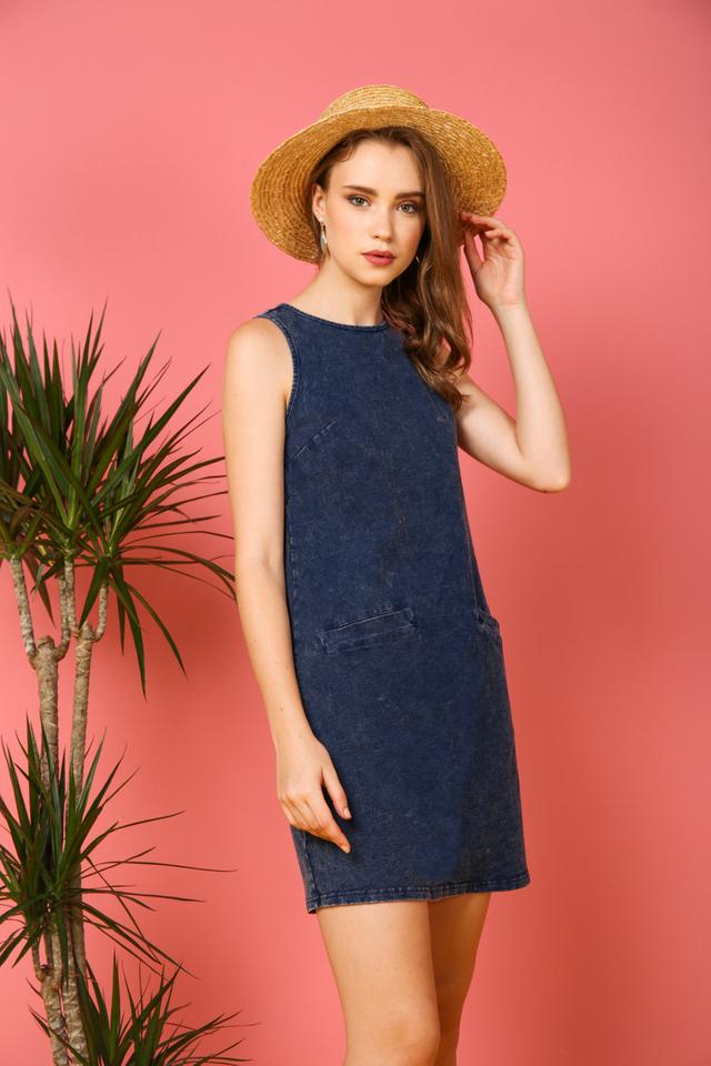 Astrid Denim Pockets Shift Dress in Blue (S)