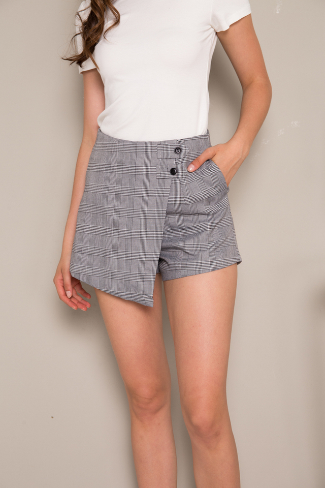 Lynnleigh Plaid Overlay Shorts in Grey (L)
