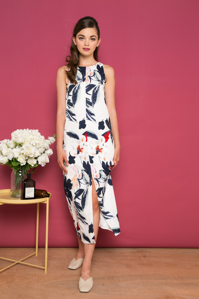 Adalynn Floral Slit Maxi Dress in White (S)