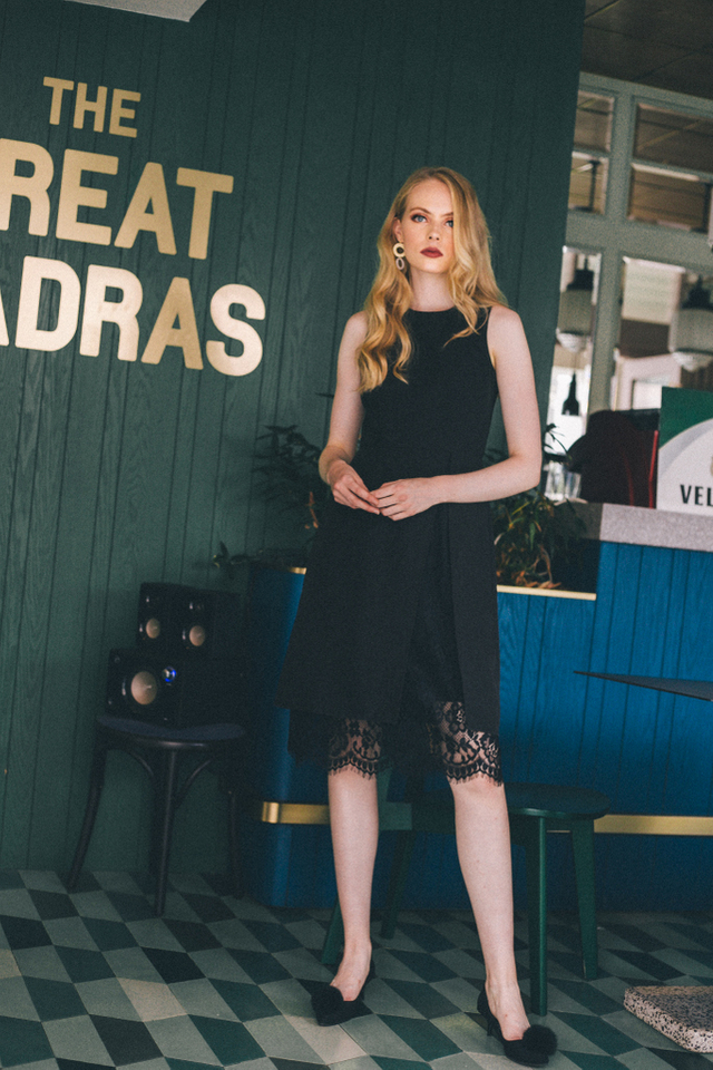 Ismene Overlay Lace Midi Dress in Black (XS)