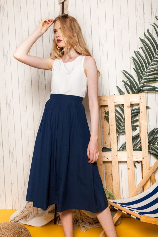 Pasha Dirndl Skirt in Navy (XS)