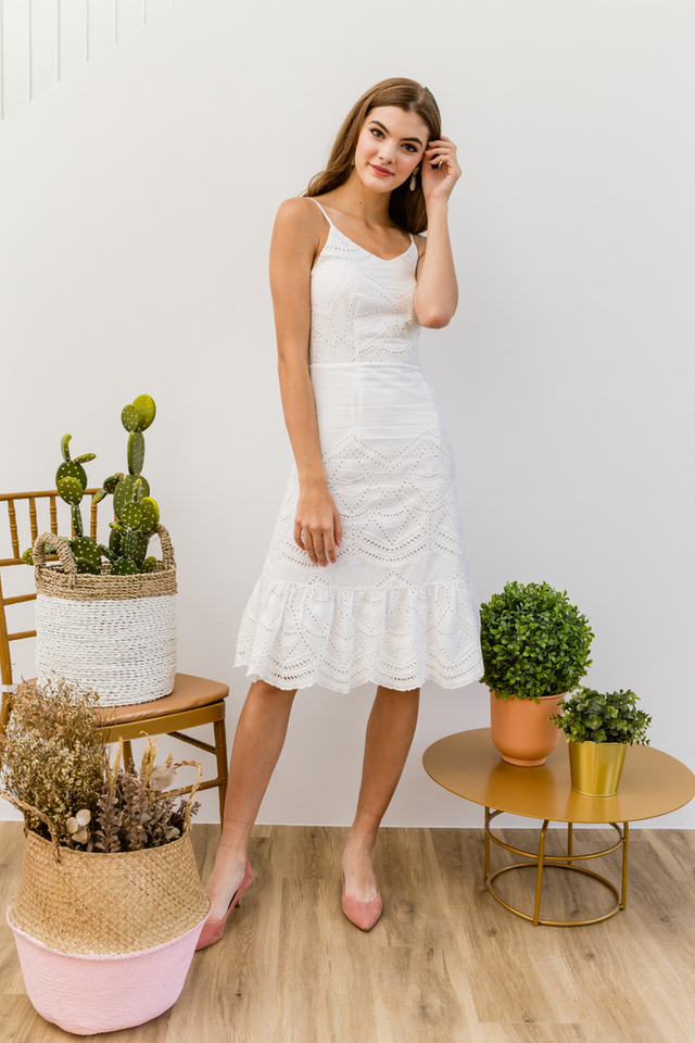 Mariella Eyelet Ruffles Midi Dress in White (XL)