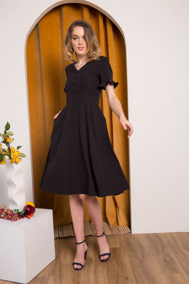 Jory Button Ruffles Midi Dress in Black (XS)