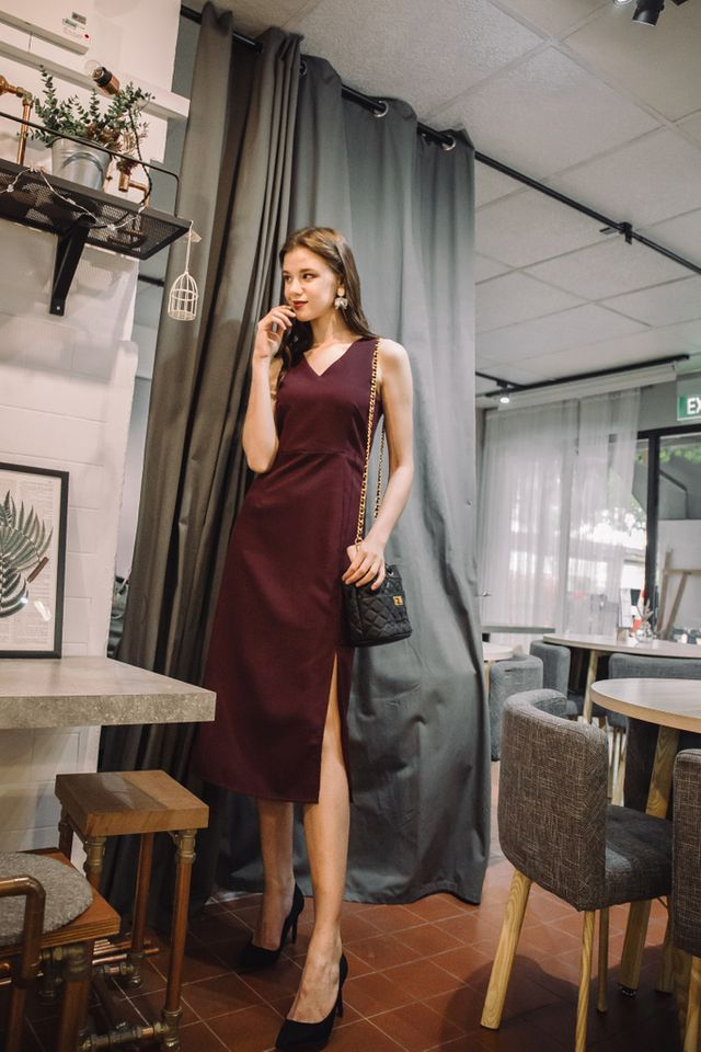 Jadyn Slit Maxi Dress in Wine Red (XL)