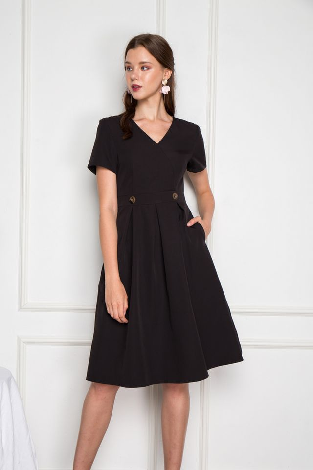 Emme Soft Pleated Midi Dress in Black (XS)