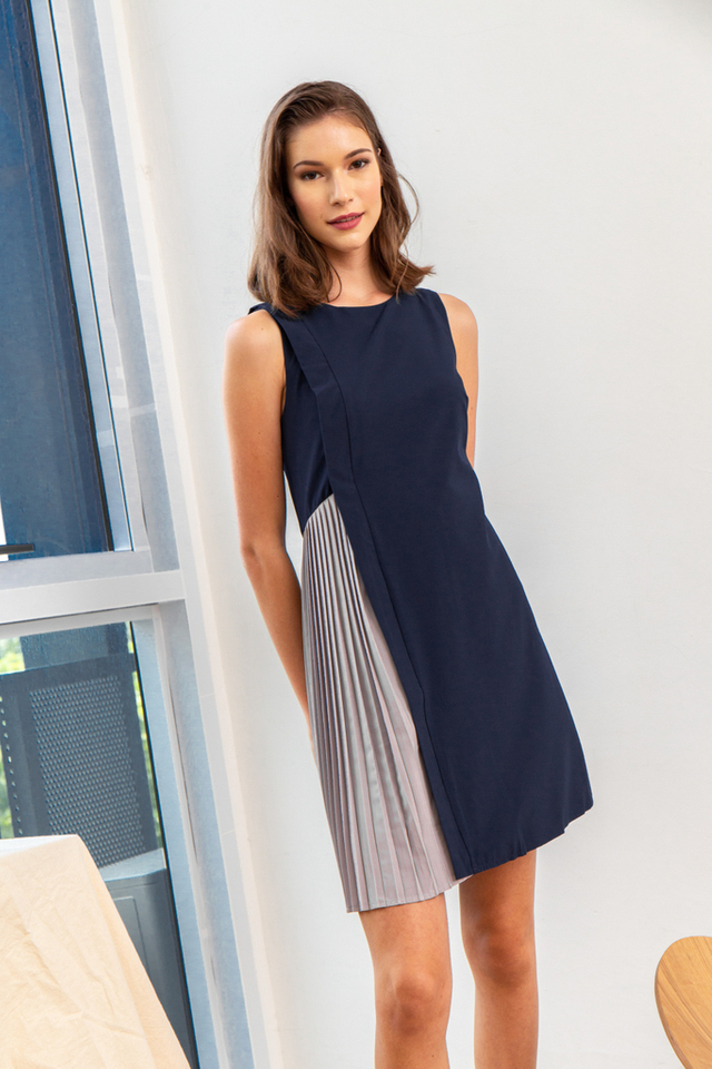 Gayel Panel Pleated Dress in Navy (XL)