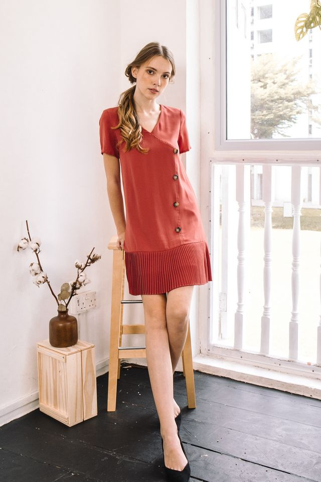 Els Pleated Hem Dress in Vermillion (XS)