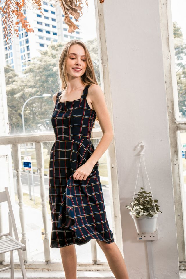 Shaelynn Plaid Midi Dress in Navy (XS)